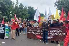 Aliansi buruh-mahasiswa sampaikan 13 tuntutan evaluasi Jokowi-Maruf